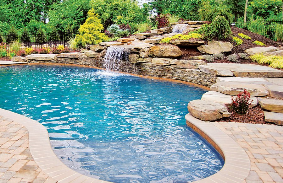 This swimming pool offers a magnificent look and style.