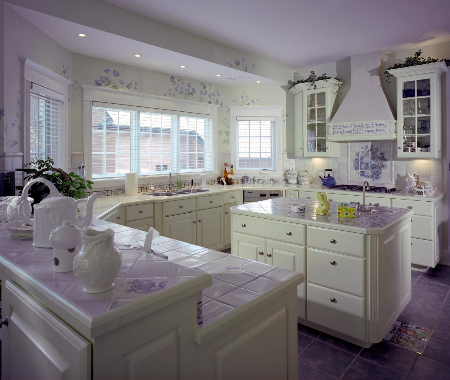 purple color kitchen floor image