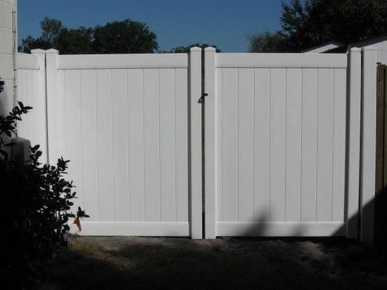 vinyl fence gate image