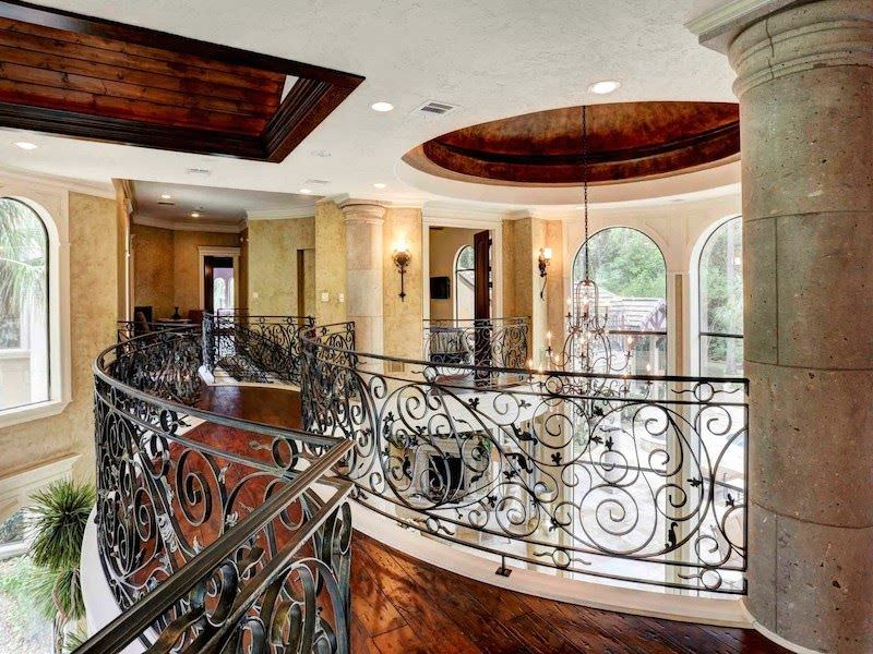 This second floor landing is just jaw-dropping with its classy railings and flooring along with its lighting.