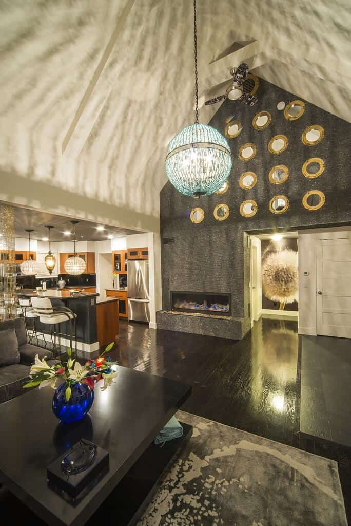 A stylish home with a stunning vaulted ceiling lighted by a charming pendant lighting.