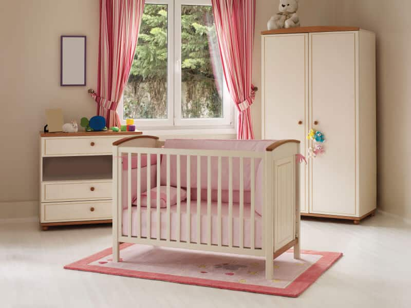 This nursery room offers plenty of space. The pink details such as the crib, rug and curtains will surely attract the attention of your baby girl.