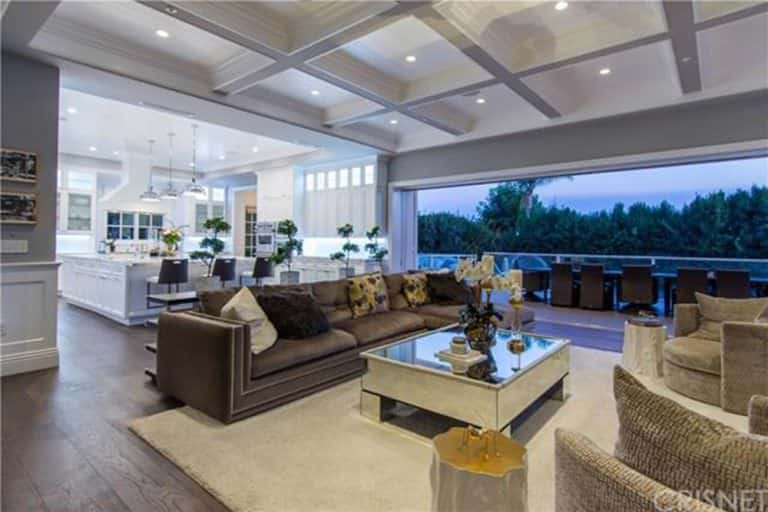 40 gorgeous celebrity living rooms photos home for Living room june jordan