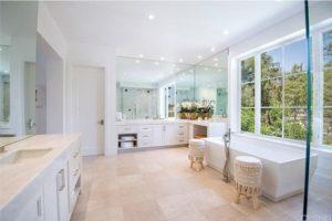 150 White Master Bathroom Ideas for [y]
