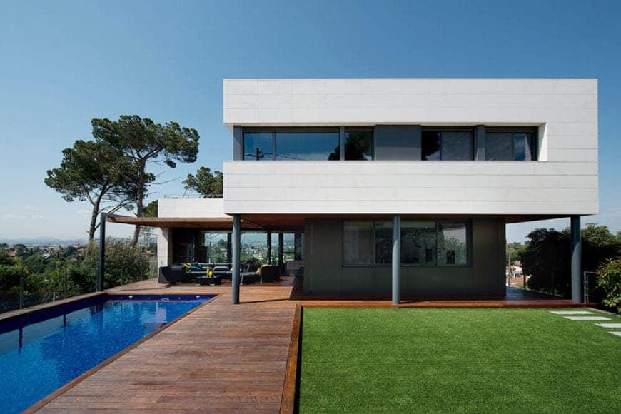 Strategic R House by Artigas Arquitectes