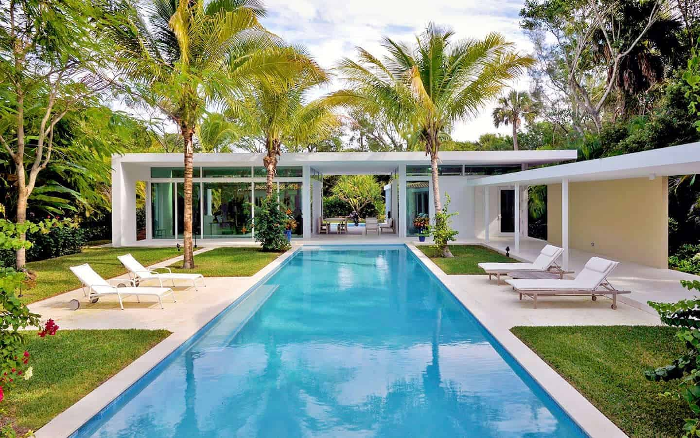 Gomez Road House Expansion Showcases Prestigious Art Collection by Hughes Umbanhowar Architects