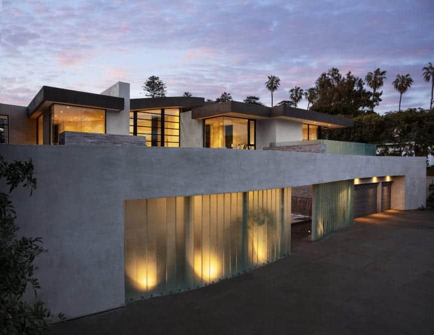 McClean Designs Creates Magnificent Modern Mansion (San Vincente House)