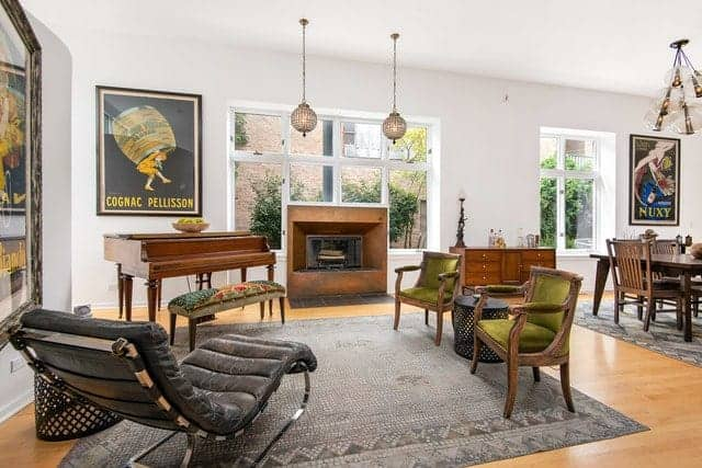 Bucktown Home with 11′ Ceilings and Wide Open Space