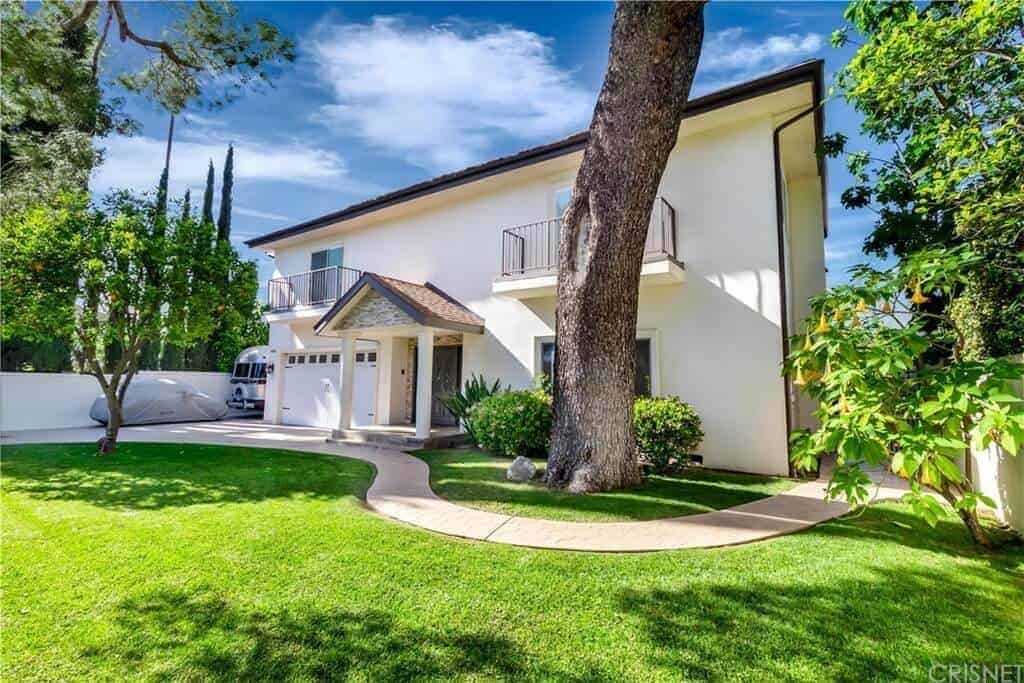 Exquisitely Remodeled Gated Estate in Chandler Boulevard, Sherman Oaks