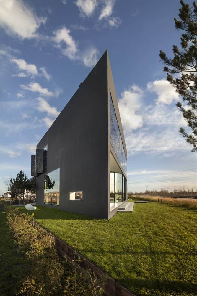 "Studioninedots Designs Stunning Ultra Modern ""Diamond-Shaped"" Home"