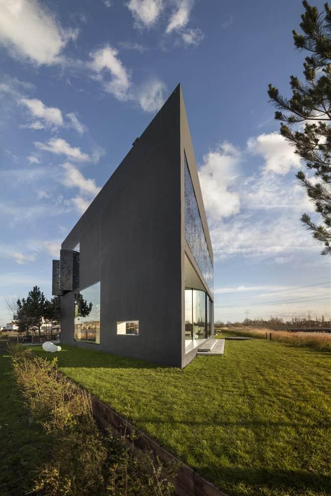 "Studioninedots Designs Stunning Ultra Modern ""Diamond-Shaped"" Home"