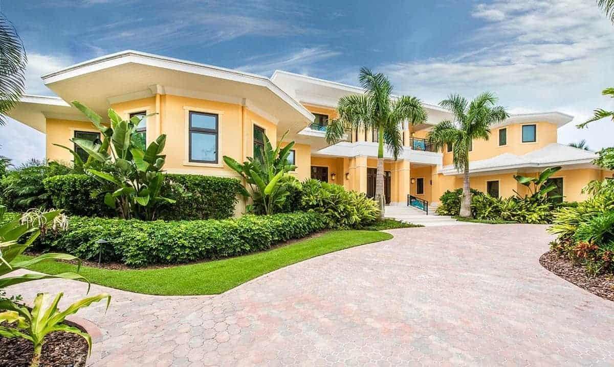 Energy-Efficient Luxury Coastal Style House