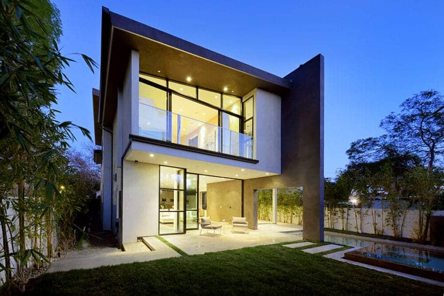 Fashionable Mansfield Residence by Ceramiche Refin