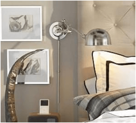 Wall mounted plug-in type wall sconce