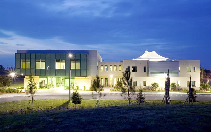 Outstanding pine school by hughes umbanhowar architects - Residence luxe hughes umbanhowar architects ...