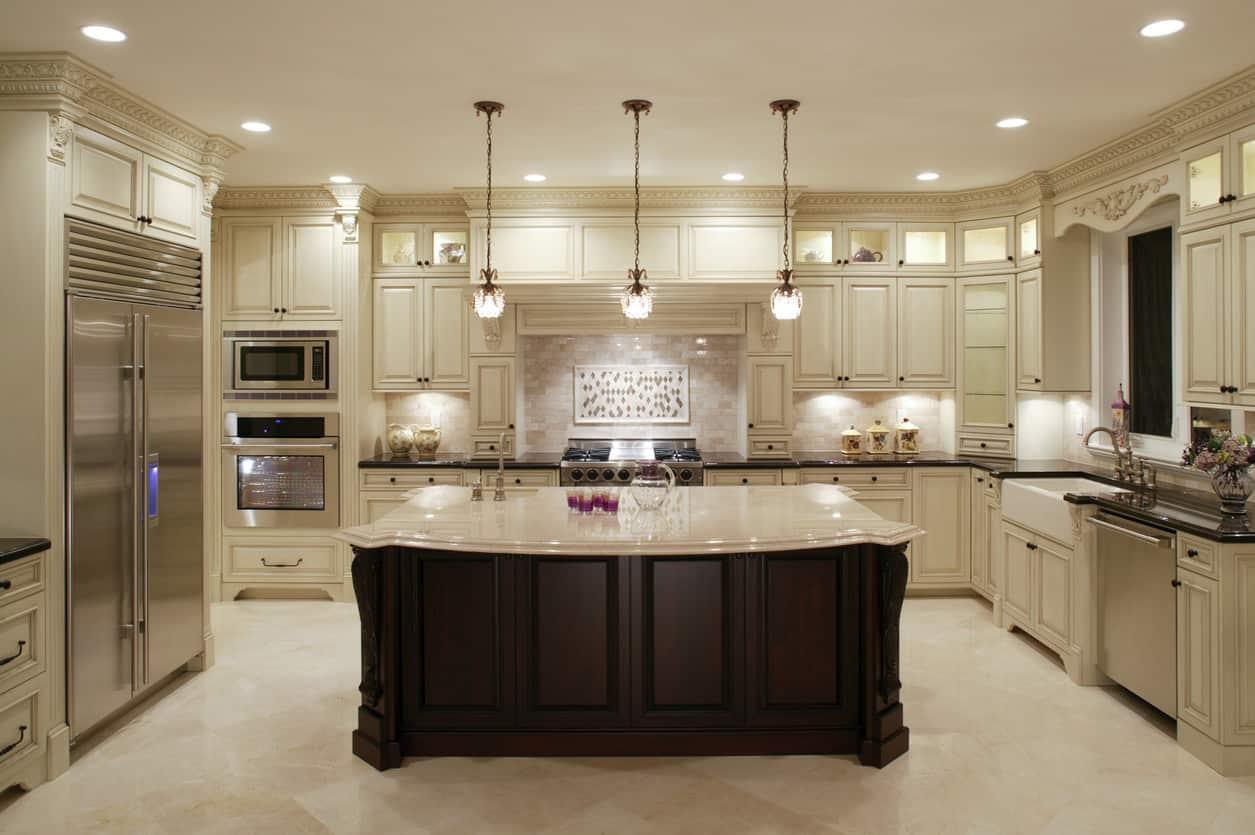 Kitchen with diamond oriented tile pattern