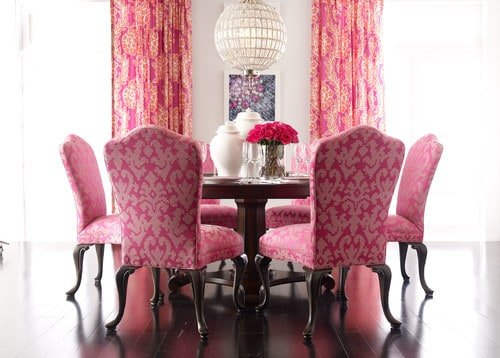 Superbe A Shabby Chic Style Dining Room With Hardwood Floors