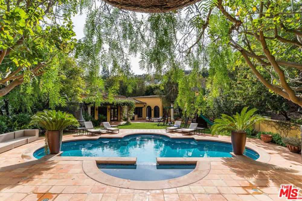 Kendall Jenner's swimming pool enjoys the focal center of the outdoor.