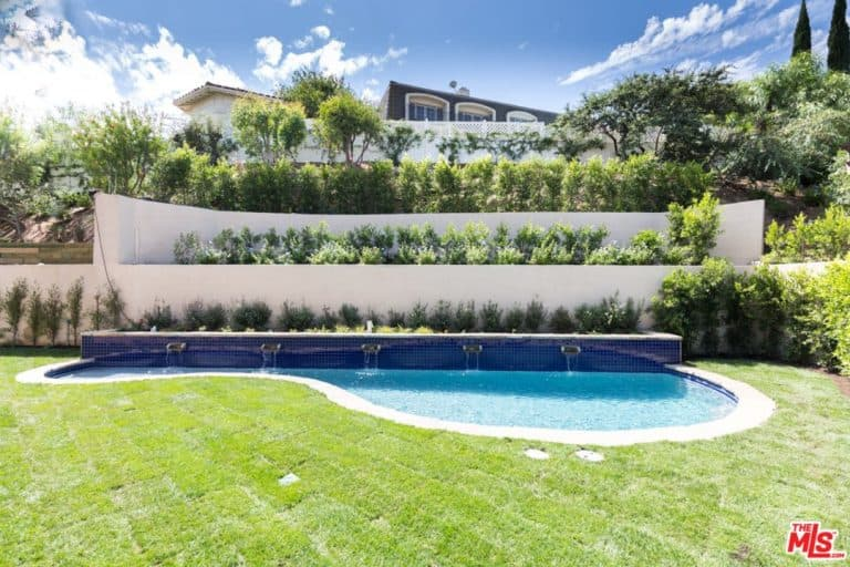 Serena Williams' backyard has a kidney-shaped pool and green landscapes.
