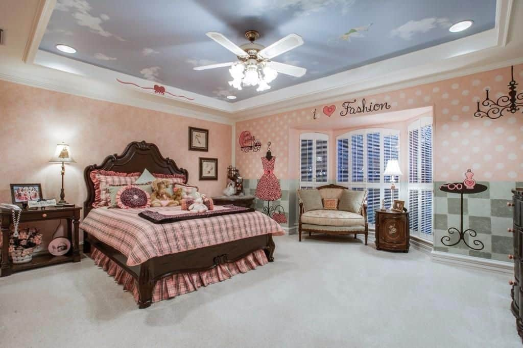 Traditional kids' bedroom with tray ceiling, recessed lights and ceiling fan light.