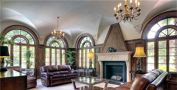 Instead of one large groin vault over this living room, multiple half-vaults surround the room, each point decorated by molding.