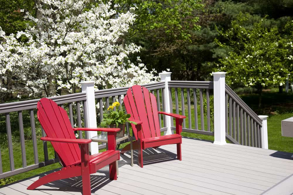 Deck with nice railing