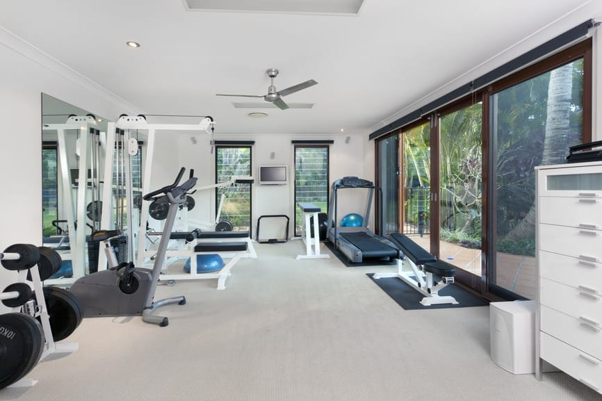 Warm lights and windows should be used to make the gym looks better and more inviting. Surrounding yourself with fresh greenery can be very soothing. Light paints can also open up the room more.