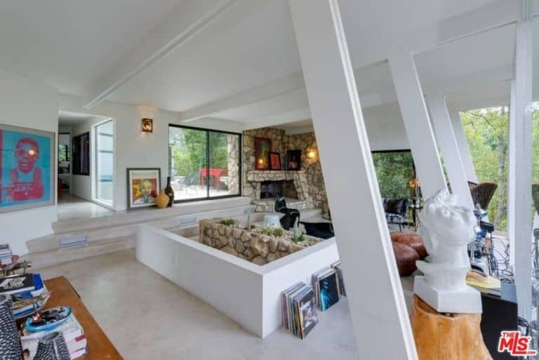 Ellen Pompeo's dwelling has floor-to-ceiling windows that lend the living space more than enough natural lighting perfect for resting and reading.