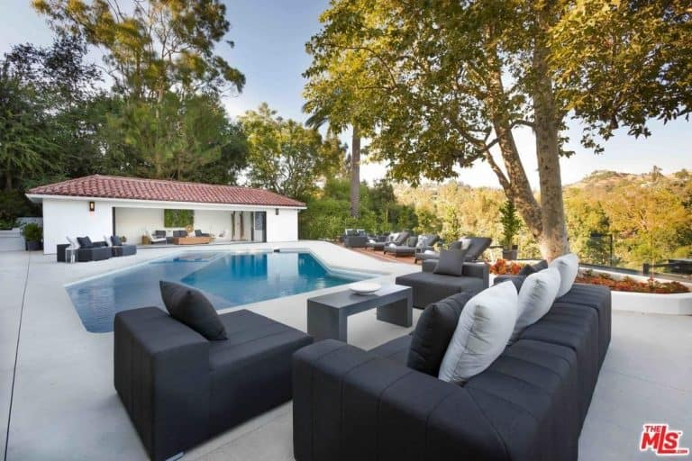 Another stunning highlight of Eva Longoria's Beverly Hills estate is the garden that has a swimming pool and outdoor seating area, an al fresco kitchen, tennis court and pool house.