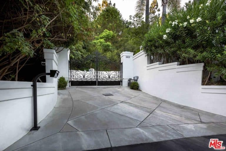 Eva Longoria's dwelling is situated behind a private and gated driveway.