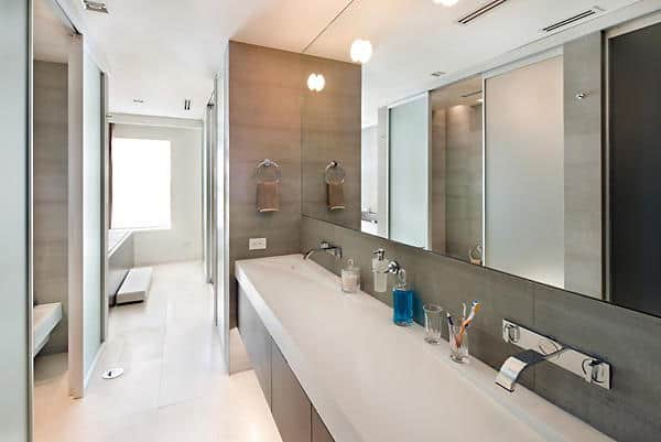 Taylor Swiftu0027s Large Bathroom Includes A Wide Mirror And Wide Sink.Source:  Trulia