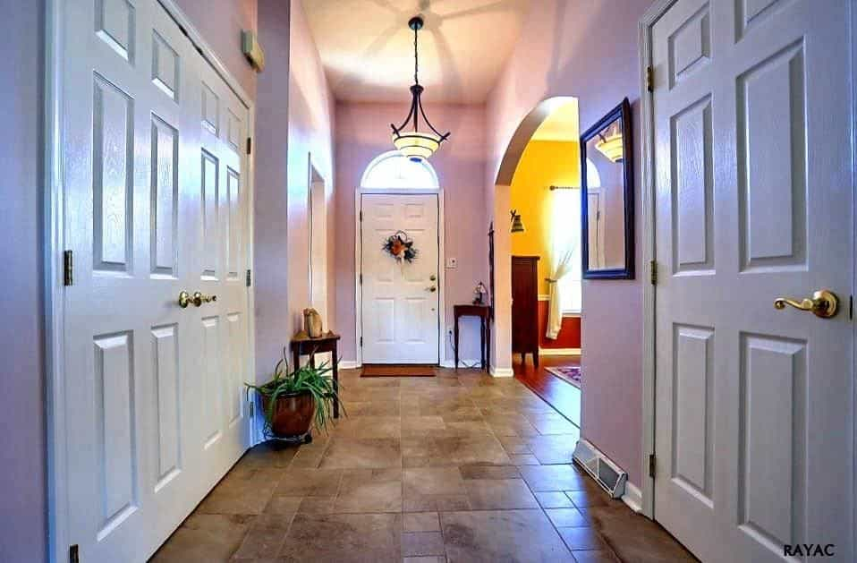 Foyer Interior Urn : Traditional foyer ideas for