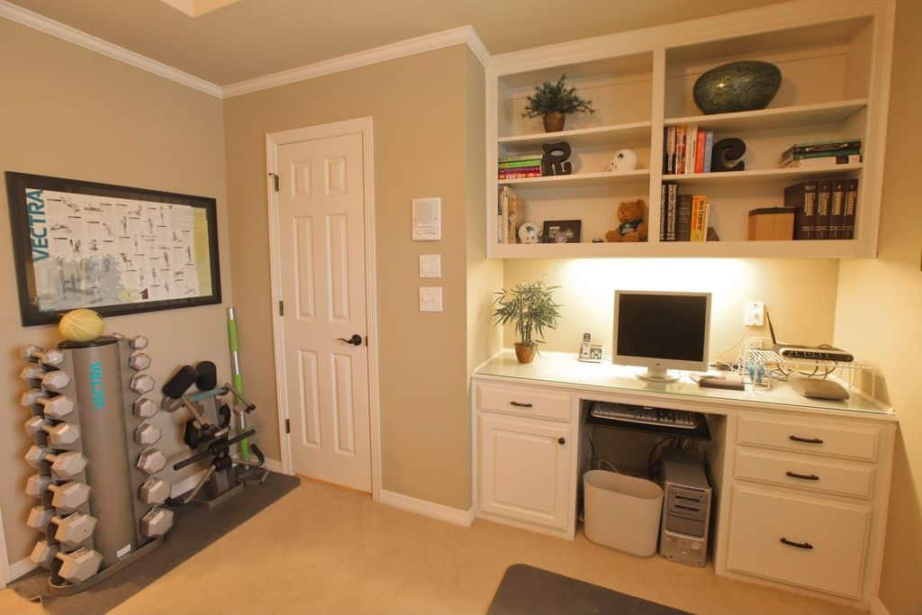 traditional home office with crown molding and built in bookshelfzillow digs