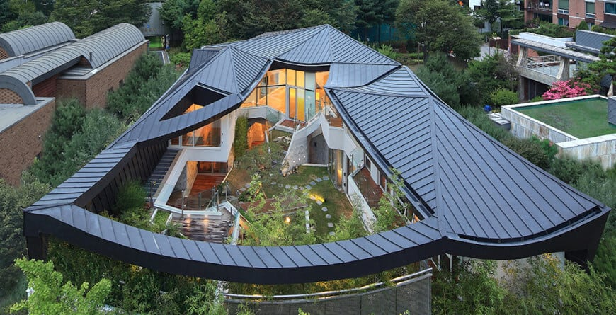 Cool house with courtyard - aerial view