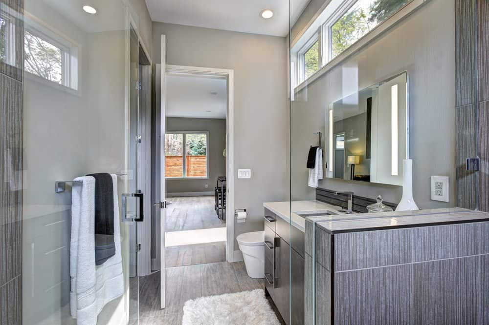 A Modern Style Bathroom With Touch Of Silver And White Tones