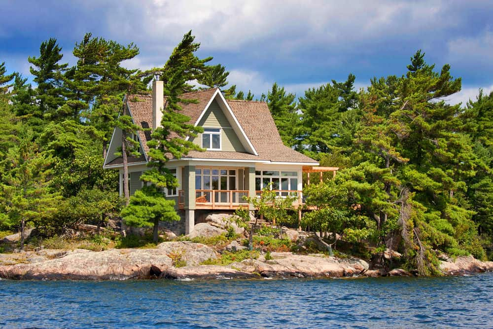 Quaint small lakeside vacation cottage