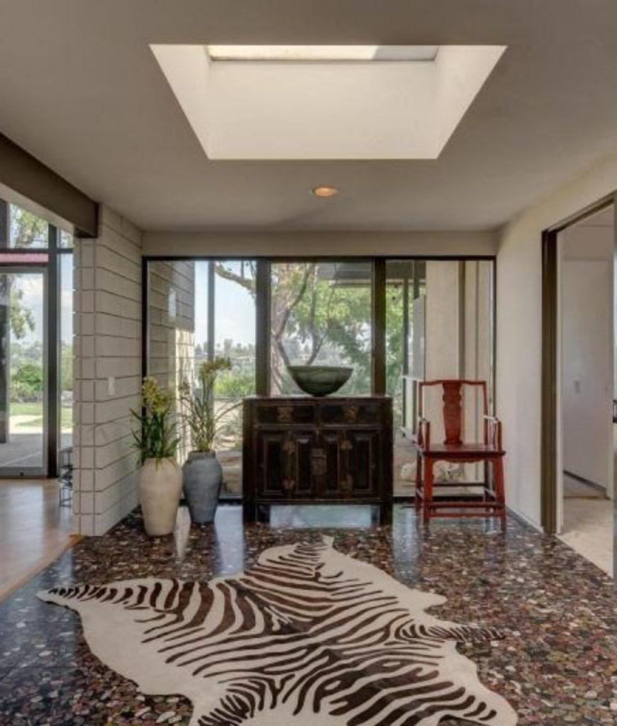meryl-streep-home-entryway-tr-020218