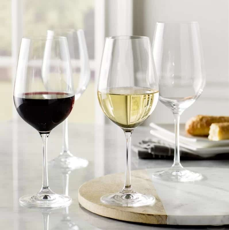 Set of white and red wine glass with a shatter-proof and dishwasher safe feature.