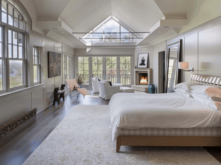 Huge master bedroom with cathedral ceiling, sitting area and fireplace