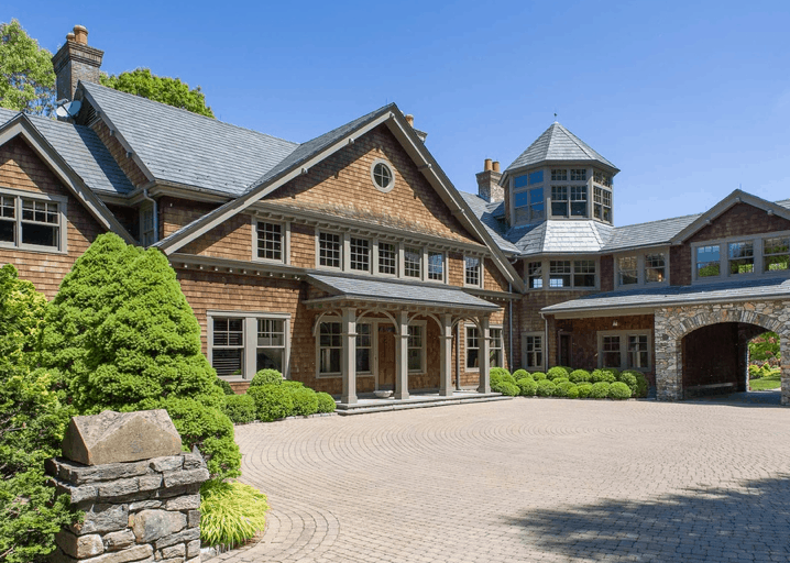 Front entrance to Hudson valley mansion