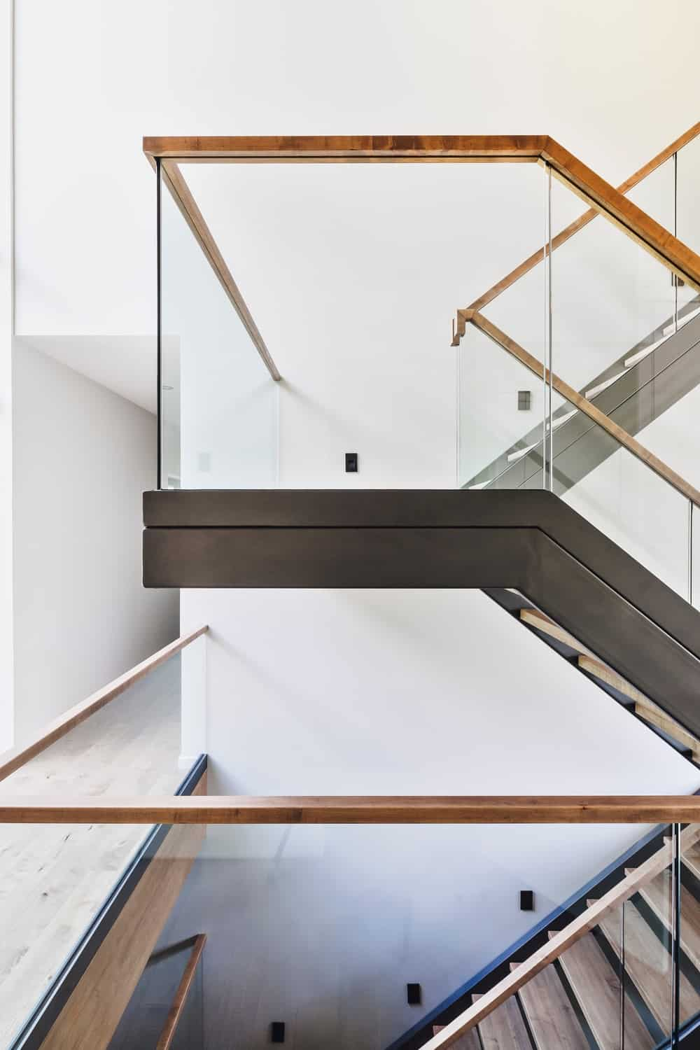 Staircase with glass panels. Photo Credit: Ulysse Lemerise Bouchard