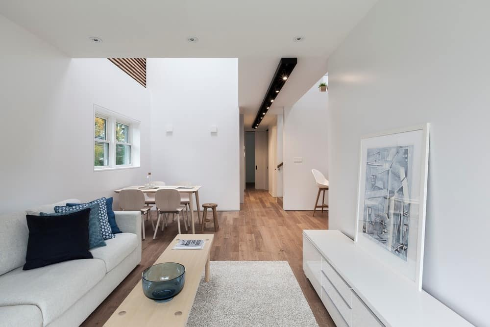 Another look at the living room showcasing the beautiful pure white walls and table. Photo credit: Borxu