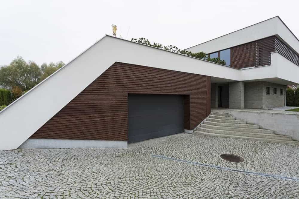House with breezeway to garage