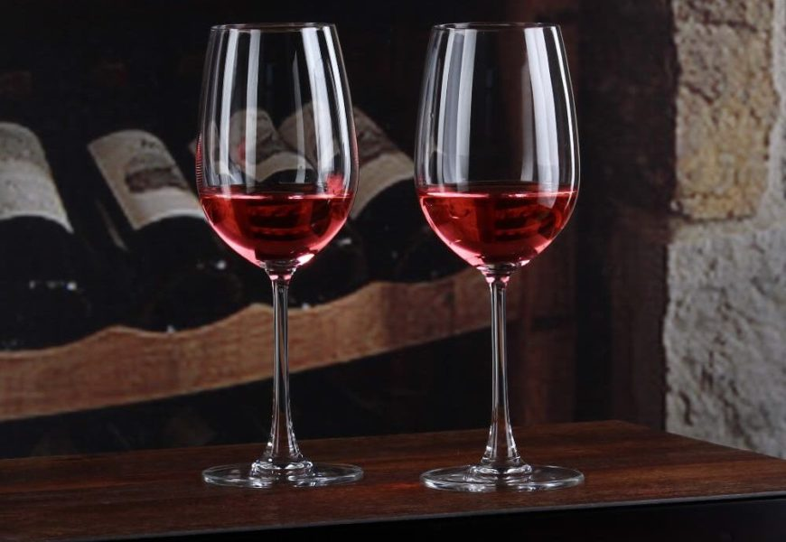 18 Types of Wine Glasses (Red, Wine & Dessert with Charts)
