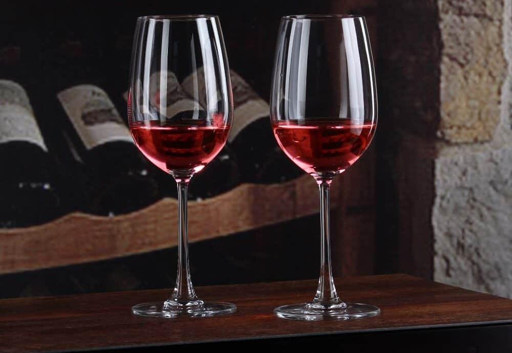 2 red wine glasses