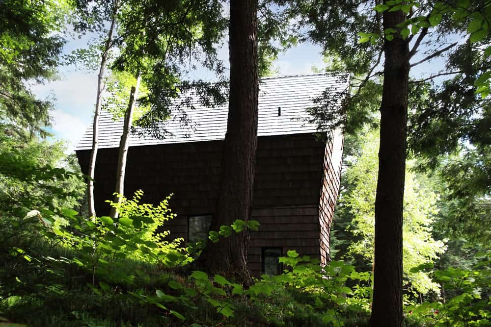 Mature trees surrounds the house. Photo Credit: Francis Pelletier