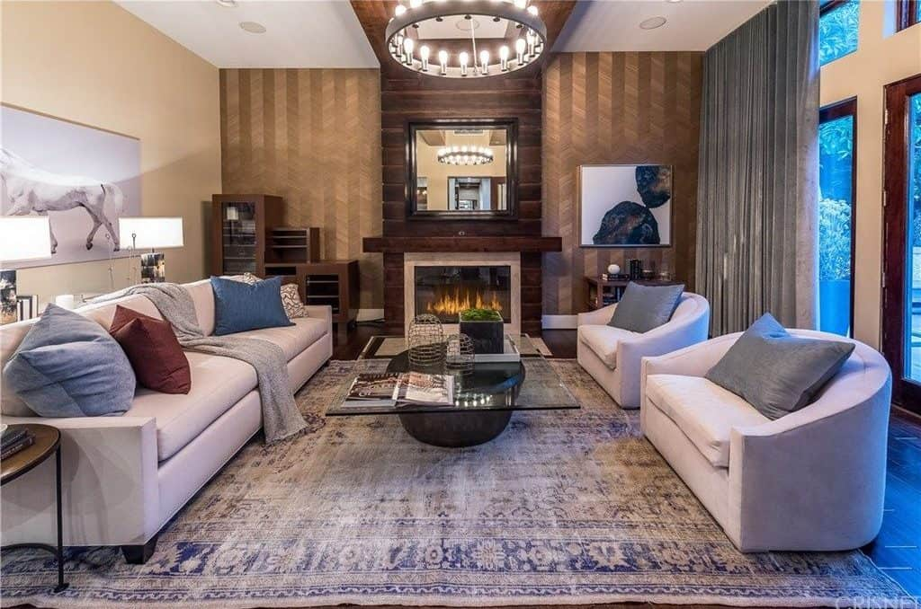 The walls of this room look so stylish and perfect. The fireplace is well-designed and looks perfect together with the sofa set and its center table.