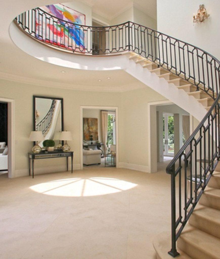 robbie-williams-home-foyer-031918