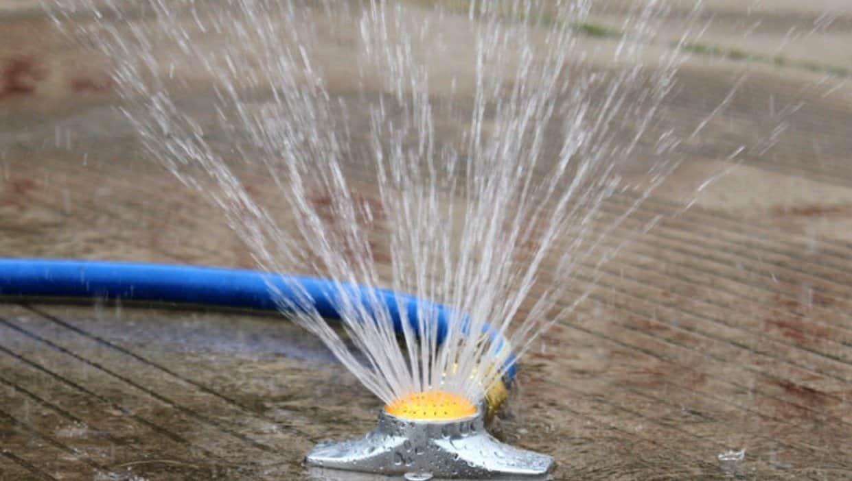 Spot sprinkler for small to medium lawn or garden.