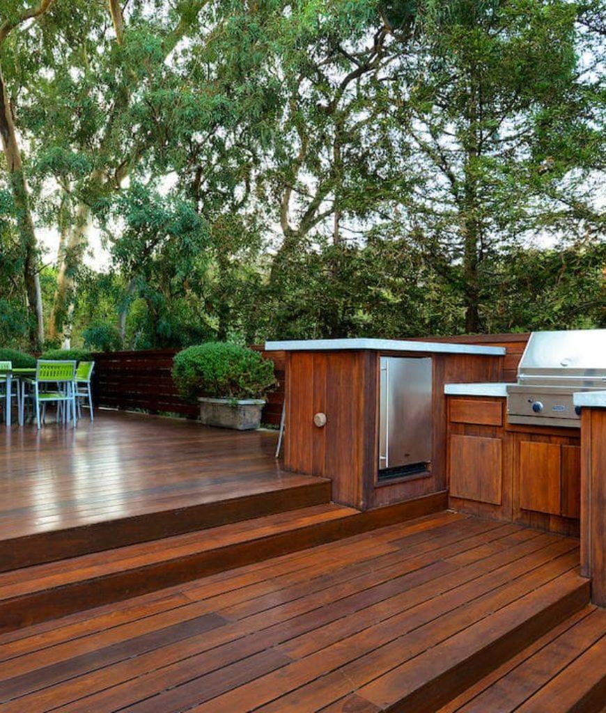 teri-hatcher-home-deck-tr-031418